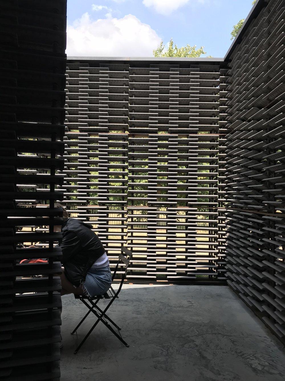 Serpentine Gallery Modern Art – Atmospheric Urban Space