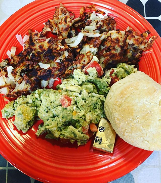 Green eggs scramble with hash browns and a biscuit at Streamliner Diner on Bainbridge Island.  I never want to go home, or even take the ferry back from the mainland. . #greeneggs #breakfastforlunch #yum #bainbridgeisland