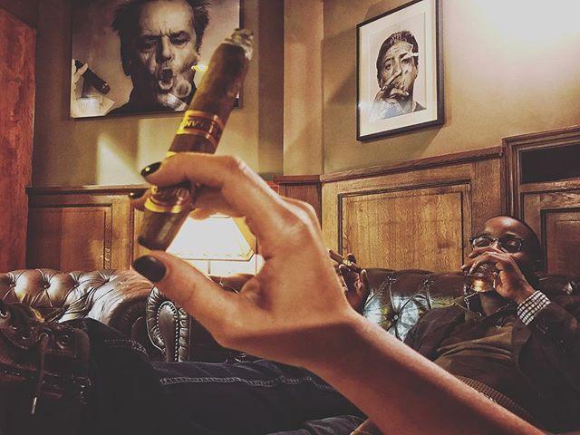 #frederiksborgbrussels #cigarebar #lavieestbelle #cigare