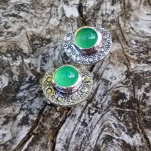 Morning light on these earrings are an improvement from the night before. #sterlingsilver #earrings #chrysoprase #handcrafted #handcraftedjewelry #arielleespinosa #maker #slowjewelry #earringsoftheday