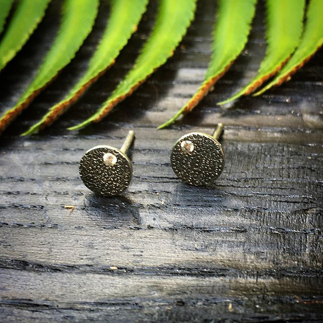 Textured earrings with black patina and a small cz.  #earrings #jewelry #silver #makersgonnamake #52earrings2018 #metalsmith #arielleespinosa #handcrafted #slowjewelry #slowfashion #earringsoftheday #2018earringchallenge #52earrings #contemporaryjewelry