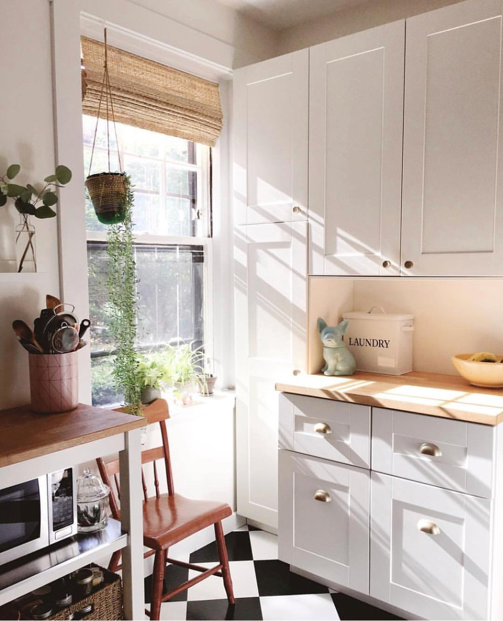 Above: A kitchen in White Dove with Simply White Trim.  You can see how White Dove is just a hair warmer than Simply White (White Dove has slightly pinker undertones).