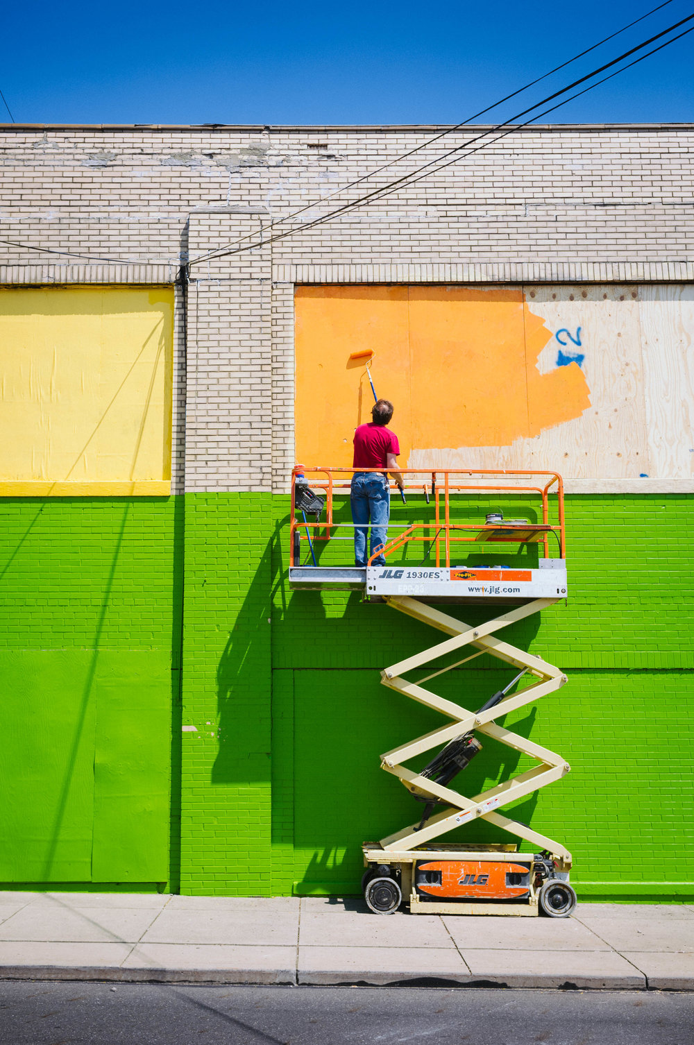 painting a building in Salem Ohio in the summer 2017 © Richard Kelly Photography