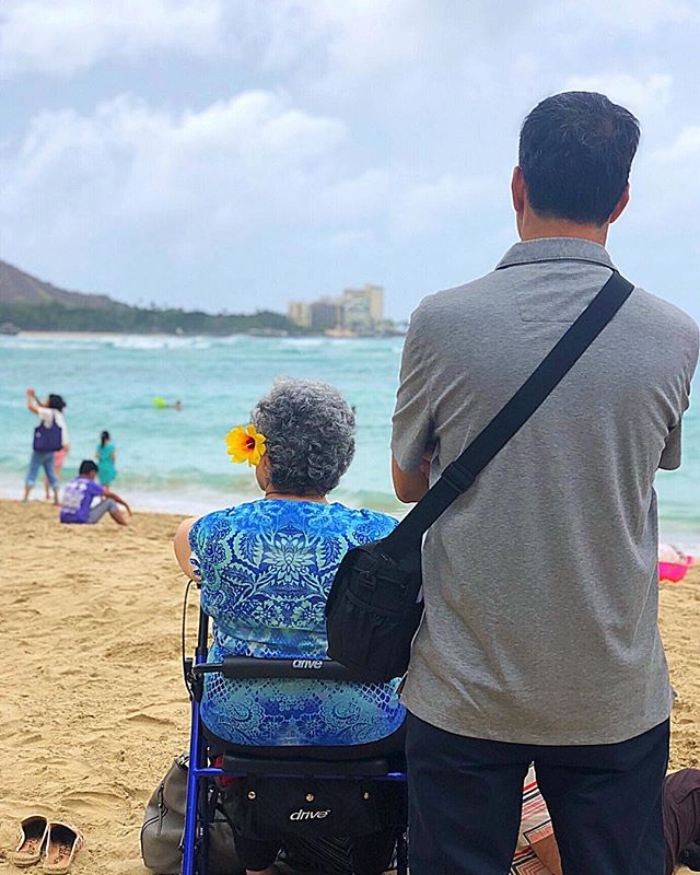 Waiting for Hurricane Lane to arrive. The winds are starting to kick up and families wait patiently on the beach, hoping for a sign of what to expect over the next 24 hours. ⠀⠀ . . . ⠀⠀ #hurricanelanegoaway #hurricanelane #photooftheday #travel #ocean #beachlife #bestbeaches #familyiseverything #familyfirst #familyforever #islandlife #outislands #saltlife #island #paradisebeach #islandvibes #bprhospitality #hawaii #hawaiilife #waikiki #travelblogger