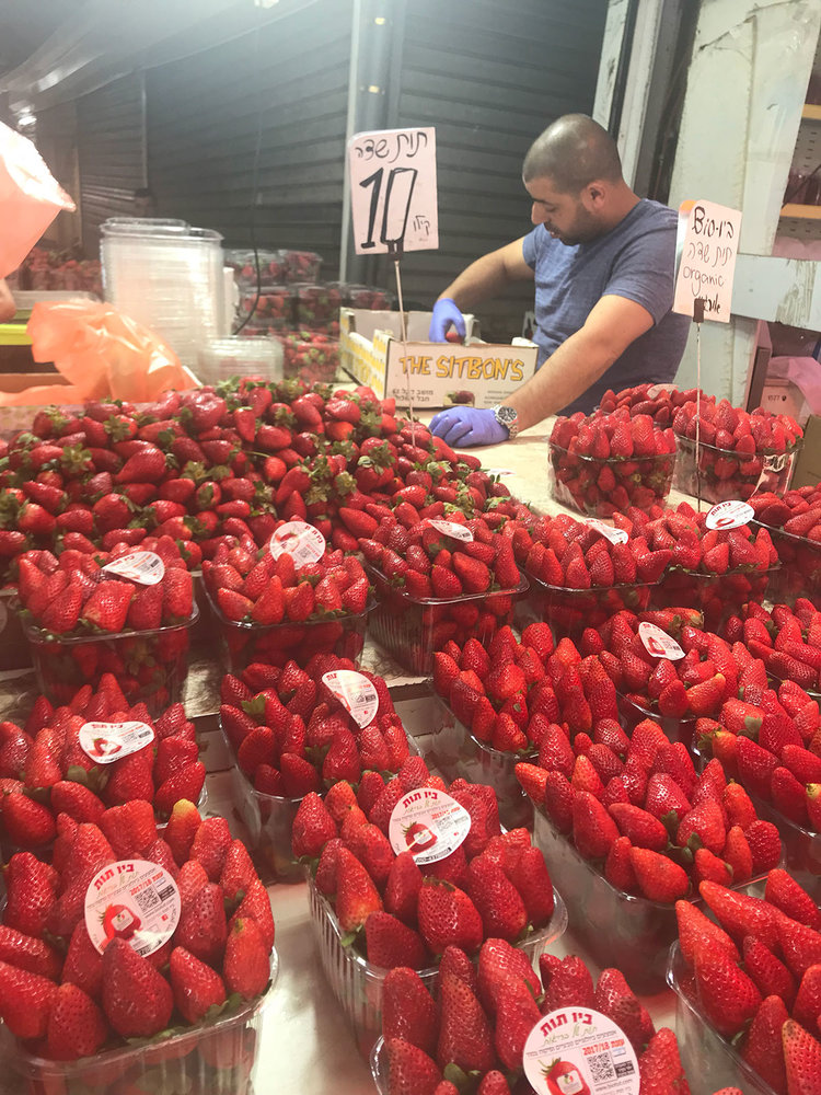 3.STRAWBERRIES.TelAviv.lavensky.market-.jpg