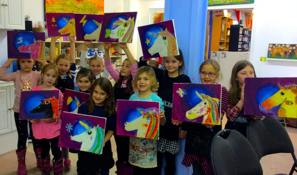 Paisy's 8th birthday party at Maggiolly Art was unicorn themed! Everyone had so much fun!