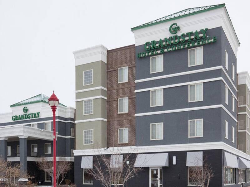 Apple Valley Grand Stay - 7083 153rd St W, Apple Valley, MN, 55124(952) 953-6111 WebsiteOur favorite hotel, will give you the Fab! Weddings rate when you choose one of our venues.