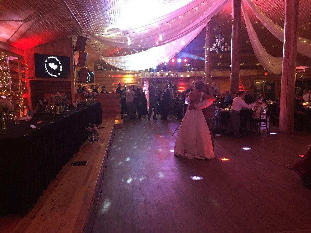 Ryan Karstens dj at Glenhaven in Farmington best wedding venue in the south Minnesota