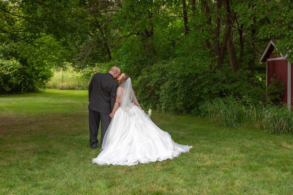 Cindyrella's Garden, Fab Weddings, outdoor Minnesota ceremony, Rosemount wedding, south metro, pretty pear bride