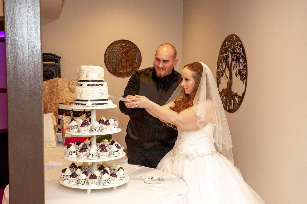 Rosehenge Hall, Fab Weddings, Minnesota reception venue, Lakeville wedding, south metro, cake cutting