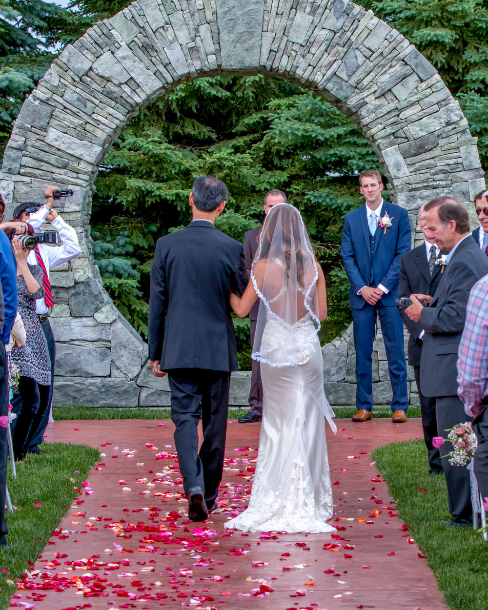 Minnesota Wedding at Glenhaven, outdoor ceremony, Fab Weddings, processional