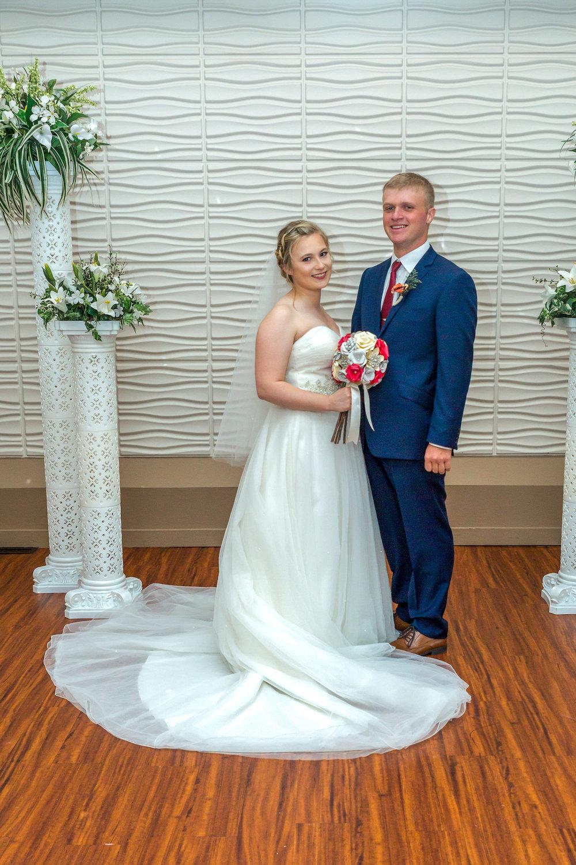 Rosehenge wedding, Lakeville wedding venue, affordable wedding venue in south Minnesota, ceremony columns