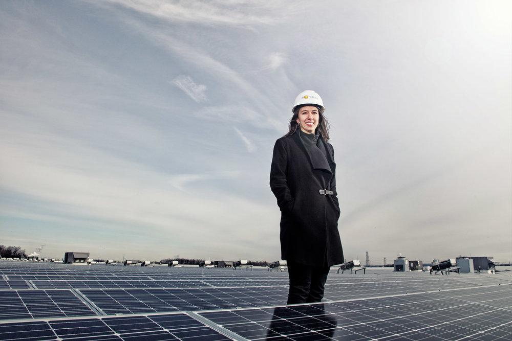 39_solar_energy_corporate_portrait_female_engineer_advertising_photography.jpg