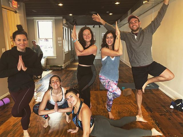 #Eaglepose seemed appropriate for this @bostoncollege takeover in today's packed morning class🌟these gorg lil yogis brought laughter & joy and I love them so much !💕
