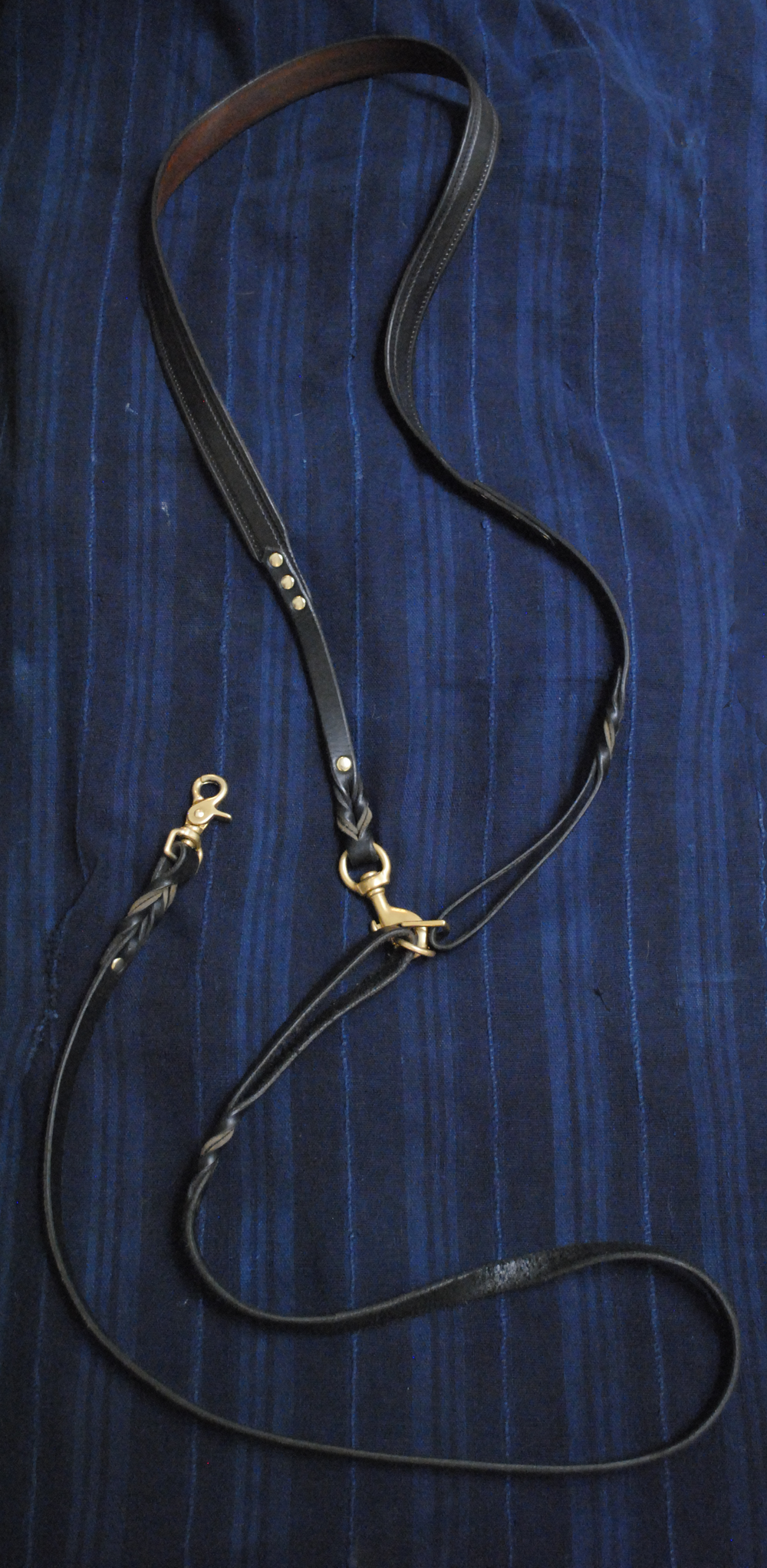Cross-body leash