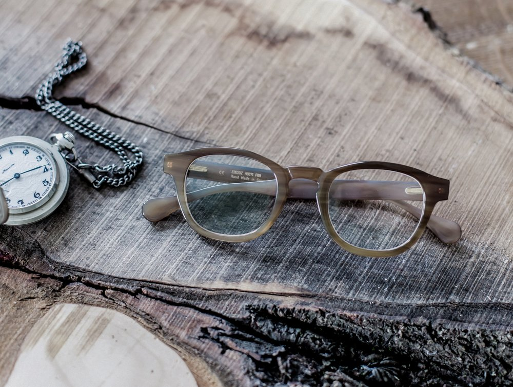 - Hoffmann Natural Eyewear fertigt in Manufakturarbeit hochwertige Brillenfassungen. Seit 1978. Aus Naturmaterialien. Von Hand. Mit Fingerspitzengefühl und Herzblut. Individualität, die man spürt und sieht.______________Hoffmann Natural Eyewear creates exclusive artisan spectacles. Since 1978. From natural materials. By hand. With skill and passion. Individuality you can not only feel, but also see.