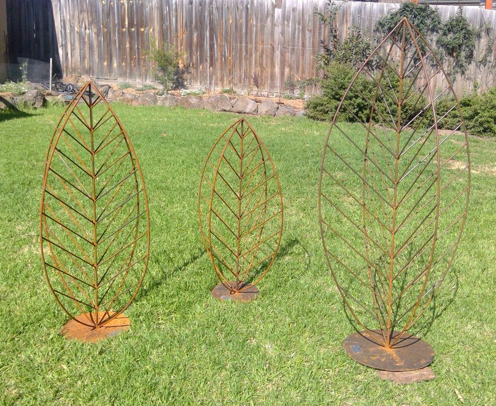 Garden sculpture in metal - leaves.jpg