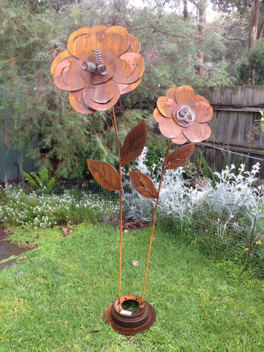 Swaying Flowers Metal Sculpture.jpg