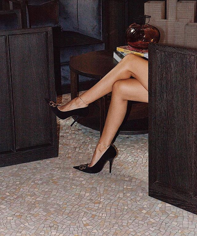 @styleheroine is legs 11 in #Balenciaga heels. Swipe for the boot version too 💥👌