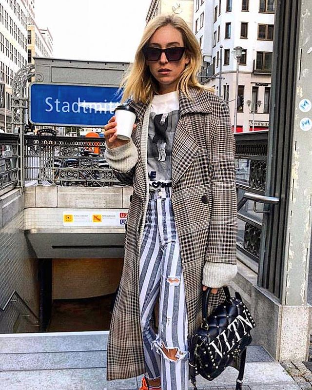 #Monday #mood: coffee first! 😋 @soniafrancex wears #BlackLabel cost and #Valentino bag (coming soon 😍)