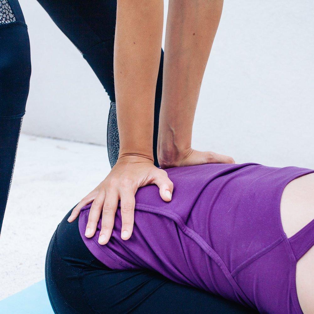 - Hier gehen wir ganz besonders auf deine Wünsche und Bedürfnisse ein. Gerne stellen wir dir auch ein Yoga-Programm für Zuhause zusammen.