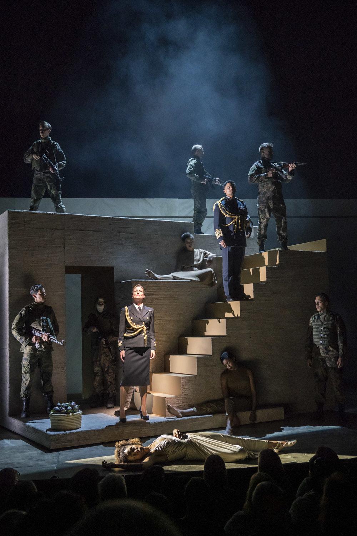 A scene from  Antony & Cleopatra . Photo by Johan Persson