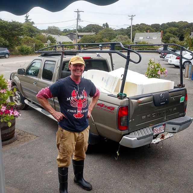 Recycling this season's fish bins with the help of Stanley Larsen! 🐟 🦀 🐟 #homeportmv #menemshafishmarket #marthasvineyard