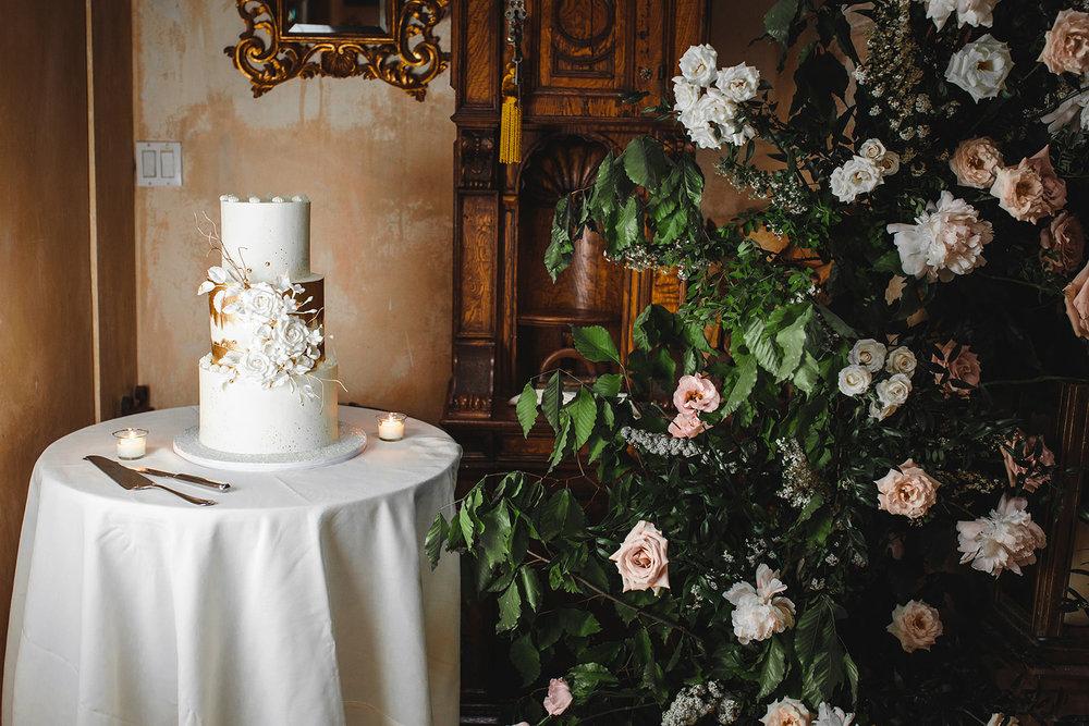 wedding-cake-pink-bowtie-wedding-planner