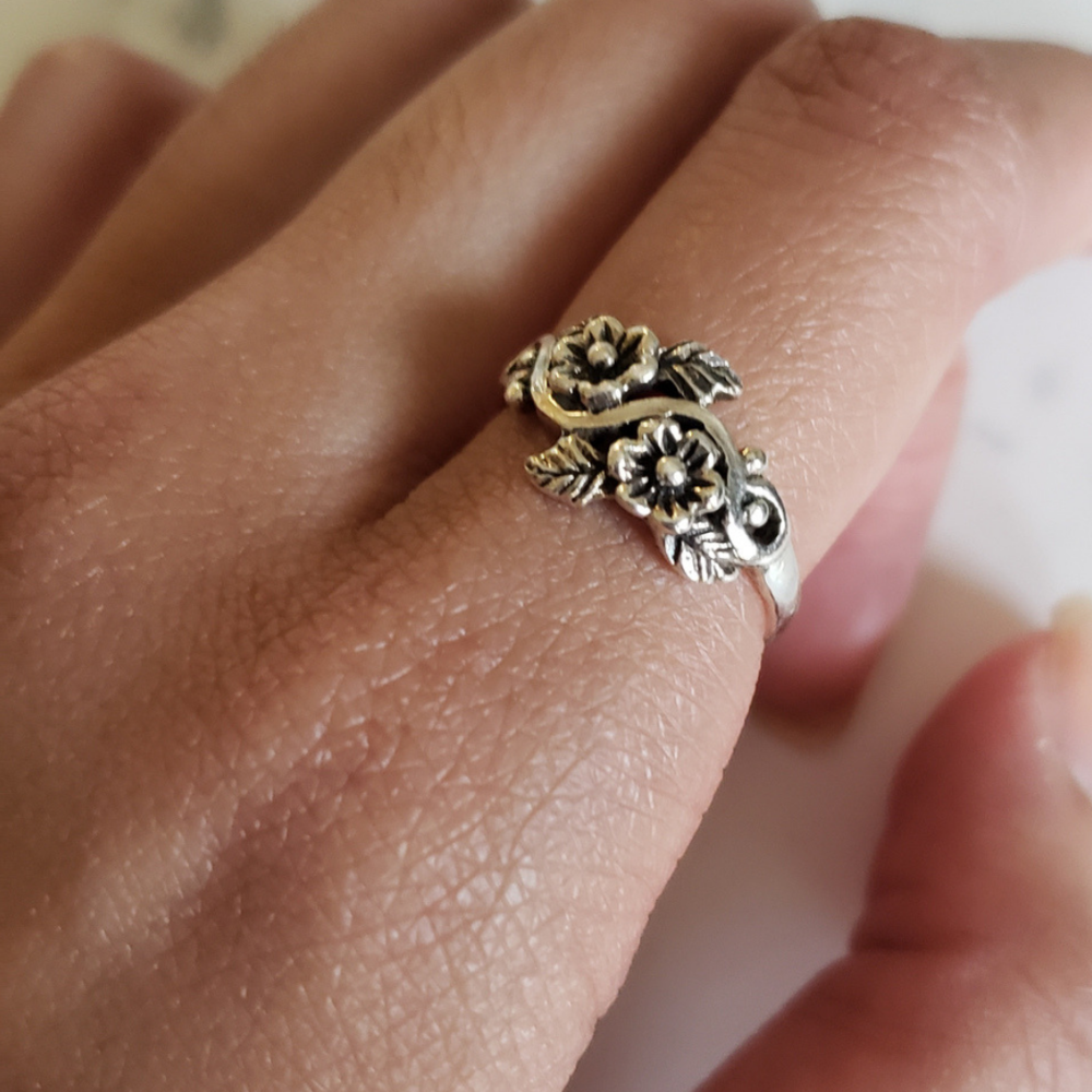 In LOVE.  Message the store owner concerning this ring. I couldn't seem to find this beaut. :/