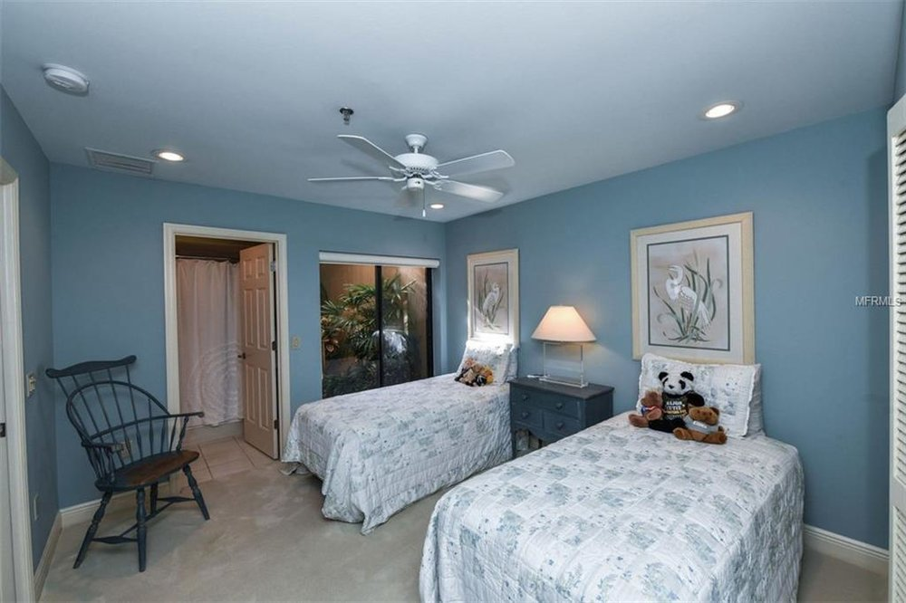2341 bedroom 2.jpg