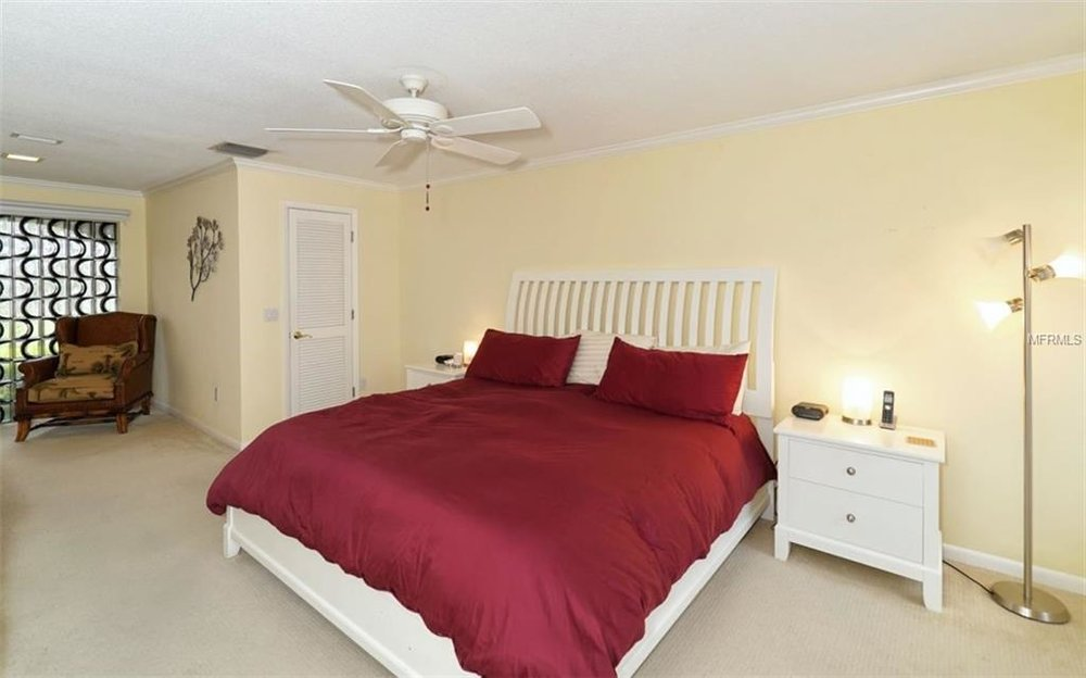 5440 azure bed 1.jpg