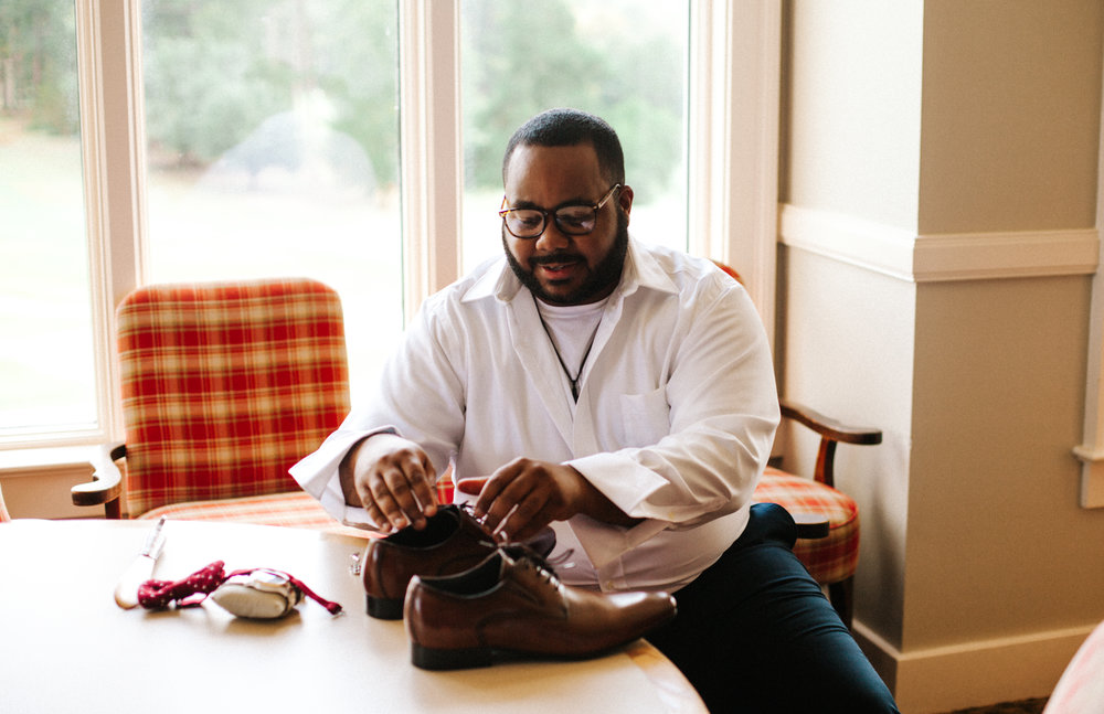 Hope Valley Country Club, Raleigh NC | Fall wedding | Groom's getting ready photos | Marina Rey Photography