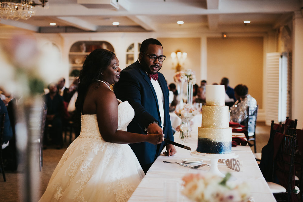 Hope Valley Country Club, Raleigh NC | Fall wedding | Wedding reception photos | Cake-cutting photos | Marina Rey Photography