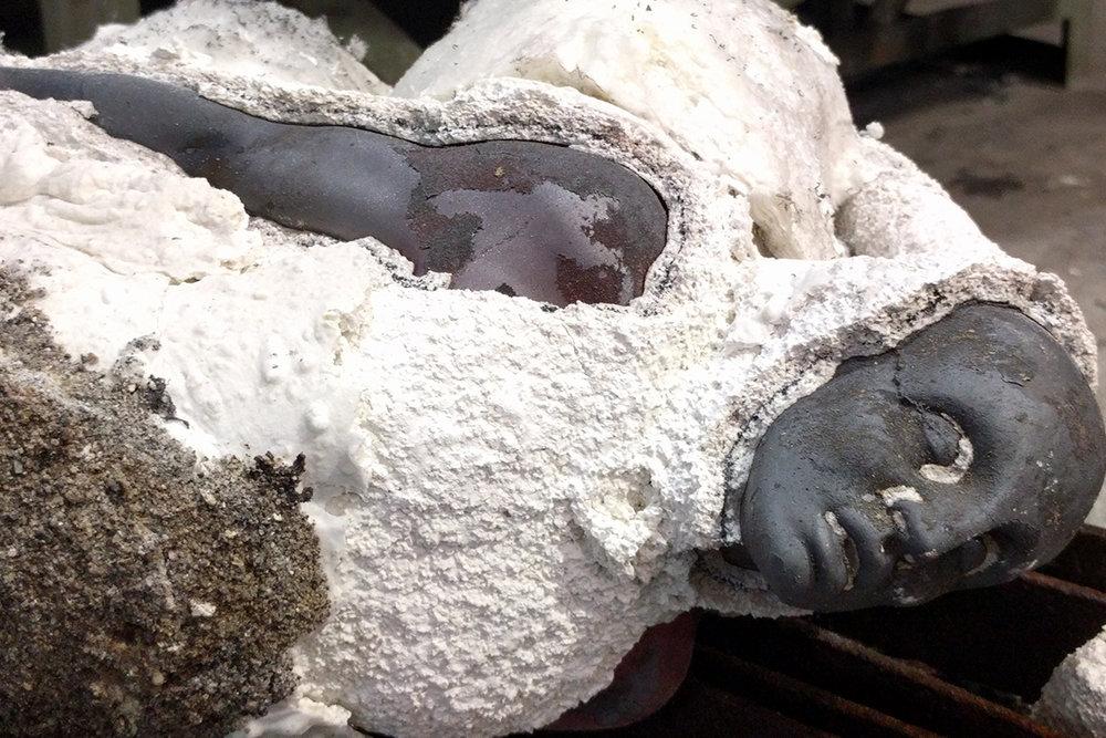 11.-Breaking-away-the-ceramic-shell.jpg