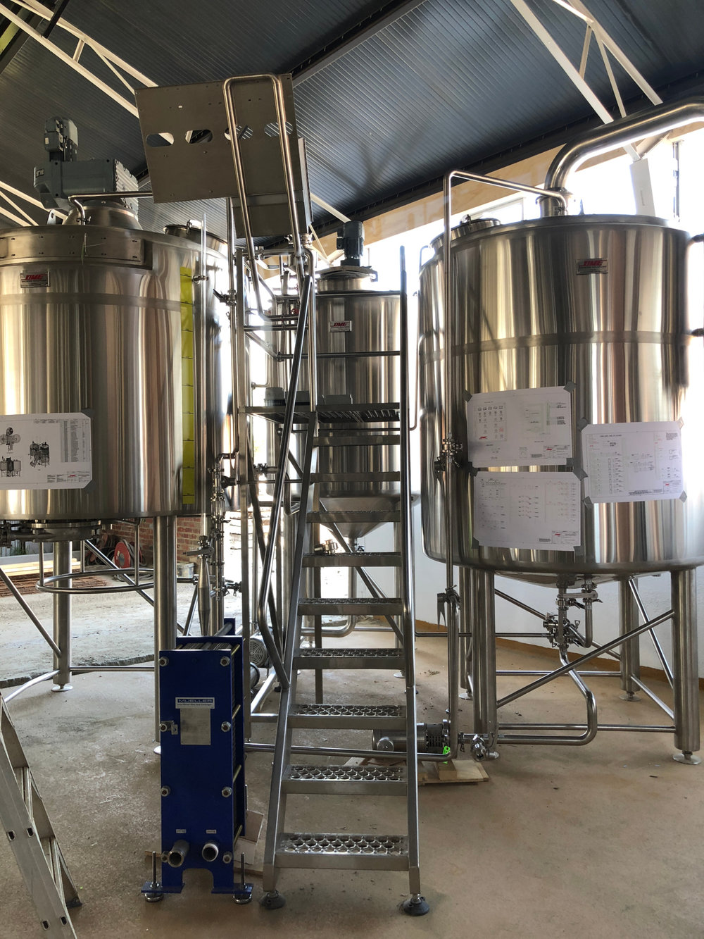 Our 3 vessel 25HL DME brewhouse is finally out of storage and assembled.