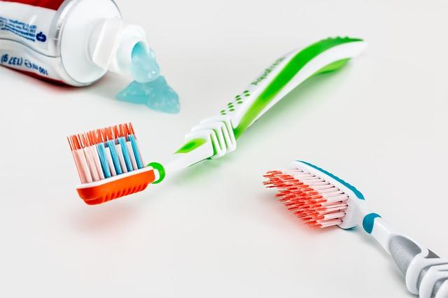 toothbrush-3191097_640.jpg