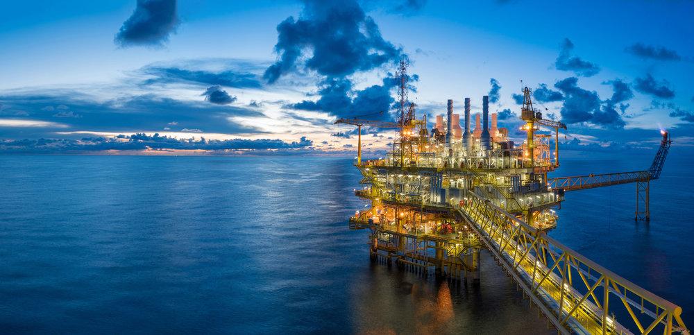Oil rig in open ocean at dusk - EDR geophysical consultancy