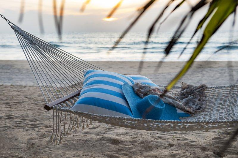 beach_lounge_-_hammock_p.jpg