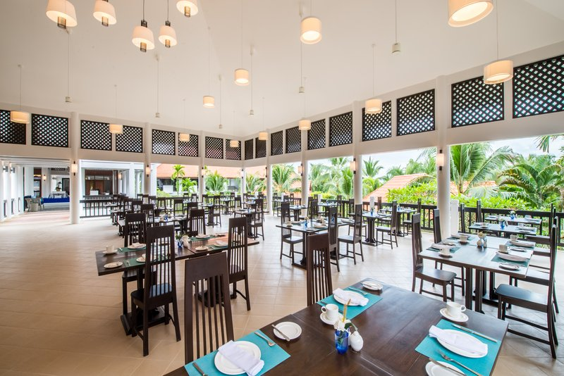 upper_deck_restaurant_1_p.jpg