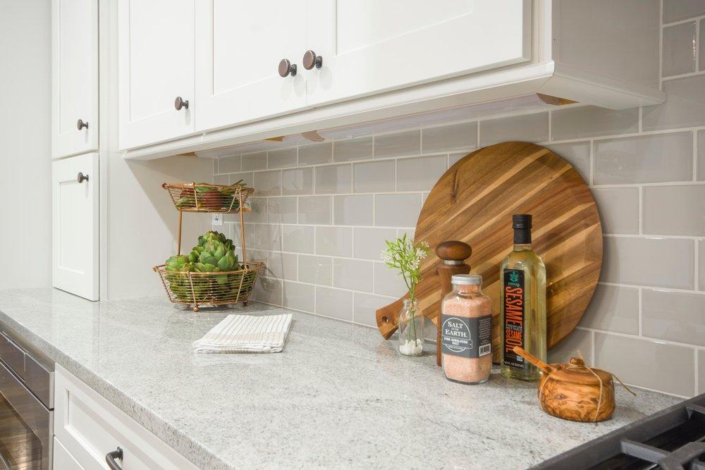 bottles-cabinets-chopping-board-1421024.jpg