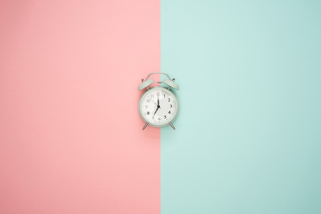 The Pomodoro Technique - For many people, time is an enemy. We race against the clock to finish assignments and meet deadlines. The Pomodoro Technique teaches you to work with time, instead of struggling against it. A revolutionary time management system, it is at once deceptively simple to learn and life-changing to use.