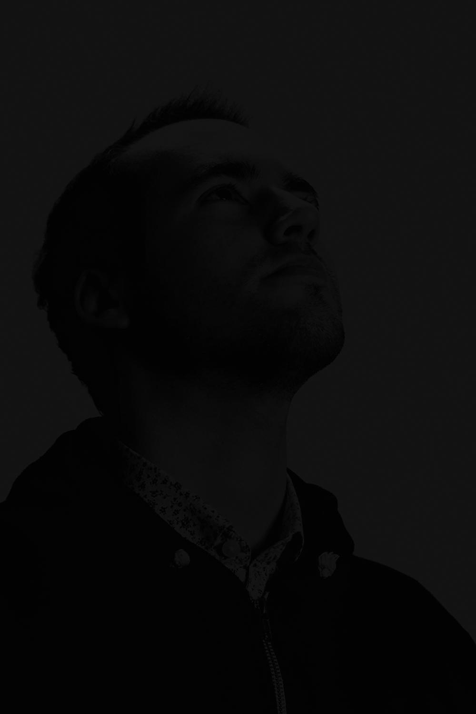 Hey, je m'appelle Victor Renaux,je suis directeur artistique chez MarcelWW.J'aborde chaque projet d'une manière stratégique et j'adore raconterdes histoires. - J'ai travaillé en tant que directeur artistique pour Marcel Worlwide, TBWA\Paris, Young & Rubicam Paris, Les Gaulois (HUMANSEVEN) et W&CIE.J'ai 26 ans et j'ai un M2 à l'ISCOM Paris, vous pouvez retrouver certaines créas sur Instagram.Je maîtrise Photoshop, Illustrator, InDesign, Lightroom, Premiere Pro, After Effects, XD et je fais de la CR.Ce portfolio noir vous permettra de nettoyer les traces de doigts sur votre écran. :)Pour me contacter : victor.renaux@gmail.com.
