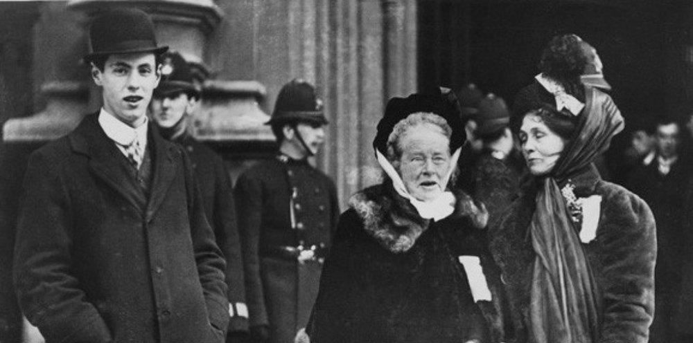 Elizabeth Garrett Anderson (centre) with Emmeline Pankhurst