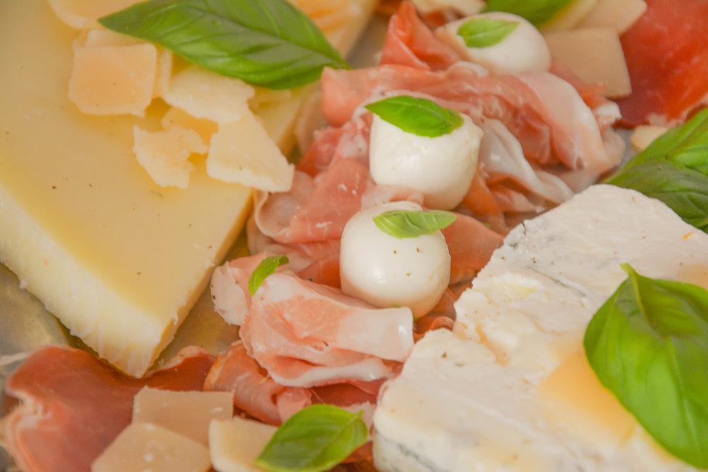 Planche fromages et charcuteries