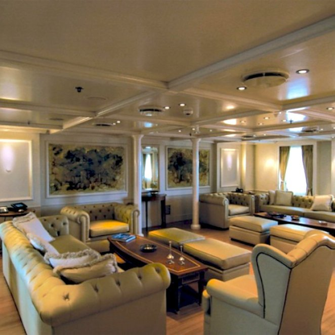 ELEGANT-007-yacht-salon-23.jpeg