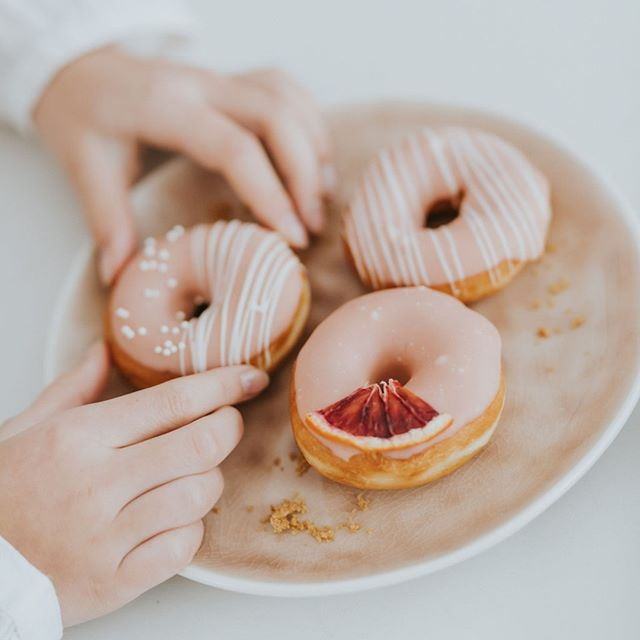 Eat with your eyes! You're welcome 😉 🍩: @cupkateandco • • • • • #plato #orderplato #sugarartist #mtleventplanner #desserttables #psimadethis #justsaidyes #sayido #thenativecreative #herestocreatives #mycreativecommunity #mycreativelife #wemakecollective #desserttablestyling #designercake #alledible #tastemontreal #montrealfoodie #mtlfoodies #mtleats #montrealwedding #ottawawedding #ottawabride #ottawaweddings #100layercake #imsomartha