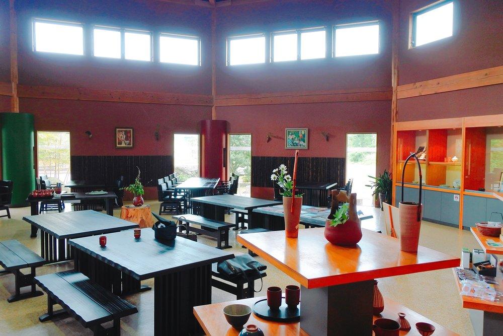 椿屋陶芸館の店内 食事処