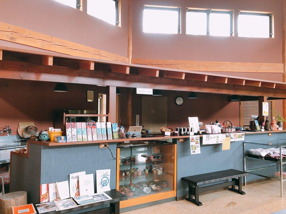 椿屋陶芸館 かわいい雑貨やお土産がある