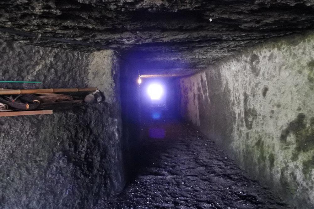 相馬崎隧道。センサーで灯りがついて遊歩道として整備されています。