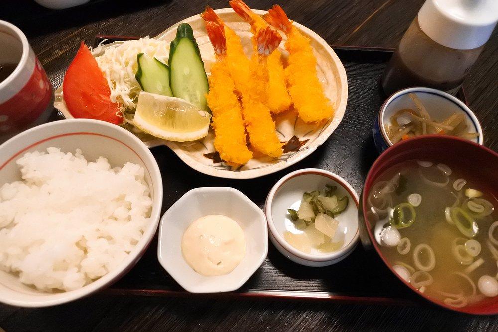 持田家の「エビフライ定食」